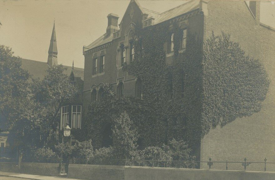 An old photograph of the exterior of Richmond Library.